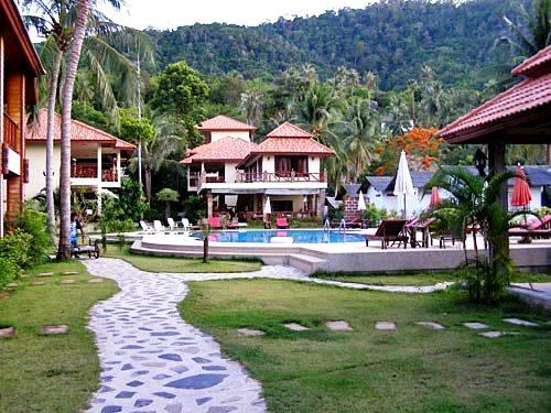 Familienreise Thailand: Außenansicht der Hotelanlage auf Koh Phangan