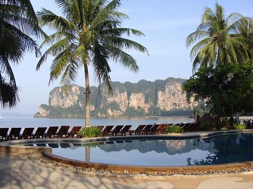 Thailand Familienreise: Pool der Unterkunft auf Railay Bay
